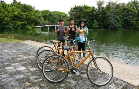 Bike tour guests in front of the lake in Bangkok